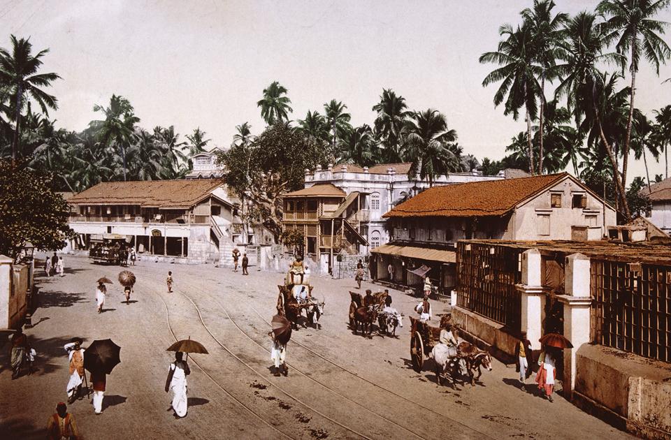 Территория современного Мумбая (Индия) была заселена еще в каменном веке, но именно в конце XIX — начале XX веков началась активная застройка. К 1906 году в городе проживало около миллиона человек, и он стал вторым по численности населения в стране после Калькутты