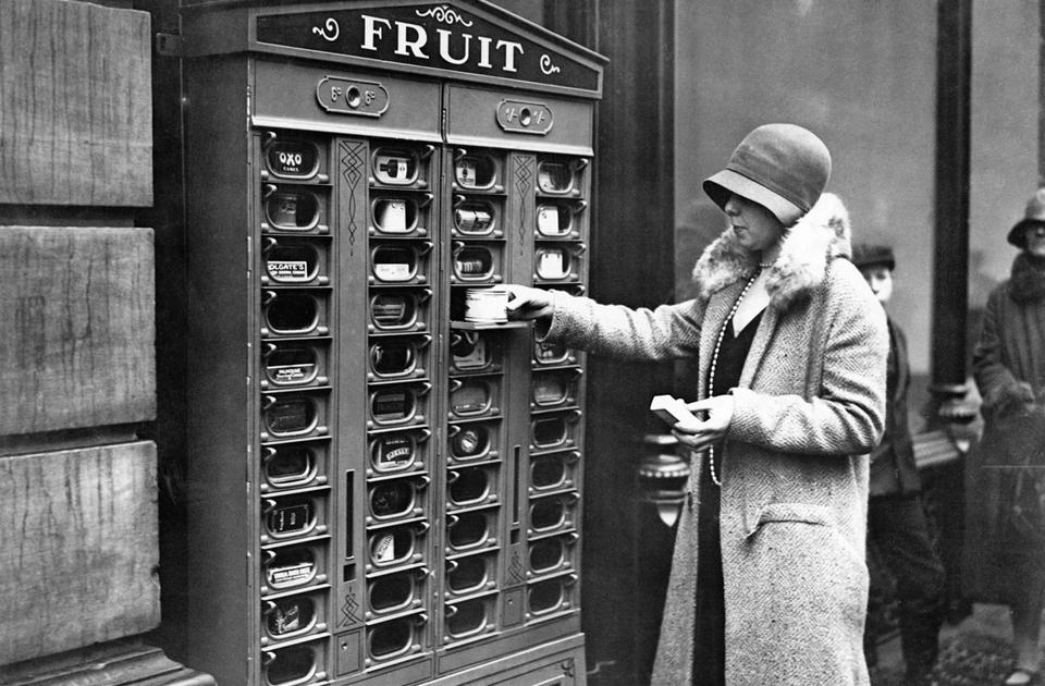 Вендинговый автомат. Лондон, Англия, примерно 1920 год