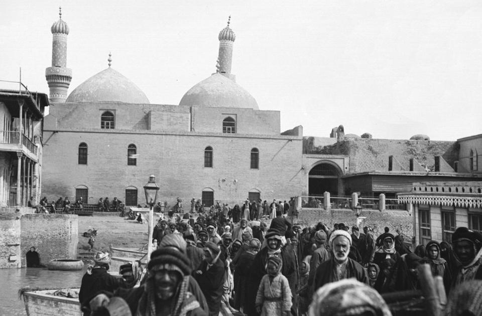 Багдад, ставший в X веке наиболее крупным культурным и экономическим центром Ближнего Востока, не раз переходил из рук в руки и еще 100 лет назад находился в составе Османской империи. Столицей Ирака город стал лишь в 1921 году