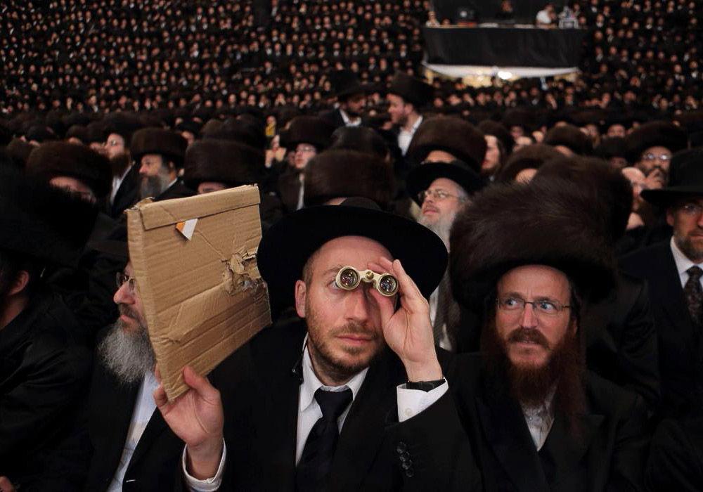хотя фото ортодоксов израиля сильно вытянуты, образуют