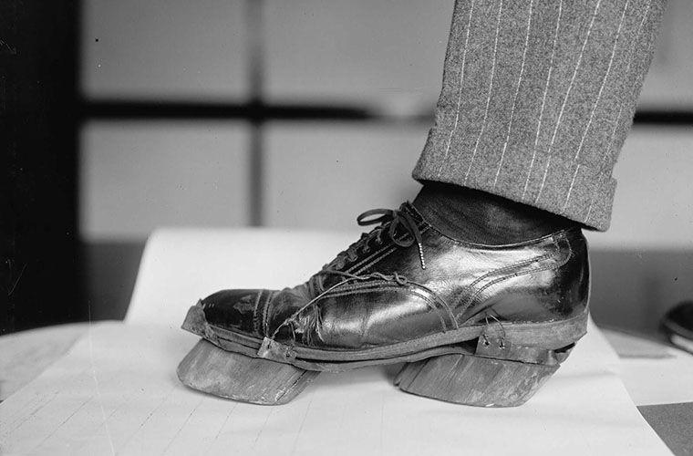Странный ботинок