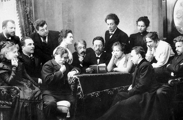 Антон Чехов читает «Чайку» группе актеров и режиссеров МХАТа