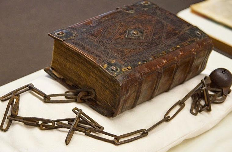 Средневековые книги на цепях