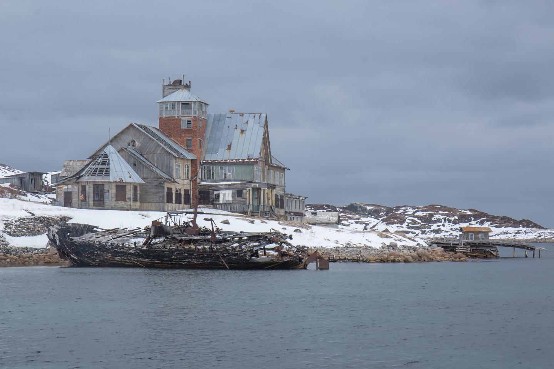 Мурманский Морской Биологический Институт (медленно разрушается)