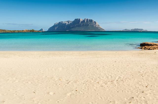 Французским туристам грозит тюрьма за воровство песка с пляжа