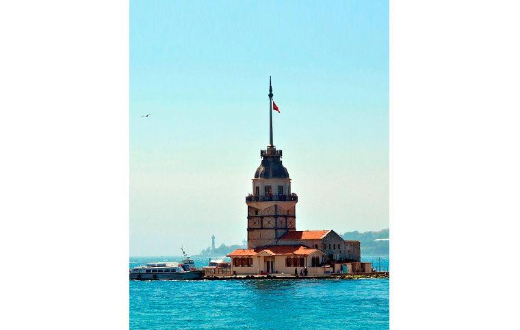 Леандрова, или Девичья, башня на острове Кыз Кулеси в Стамбуле сегодня