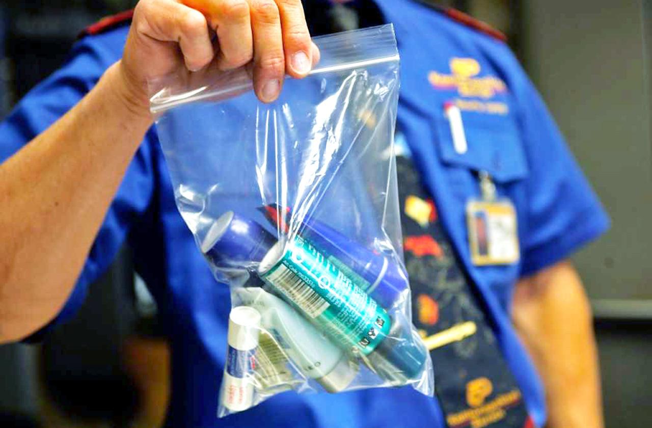 Почему нельзя проносить жидкости в самолет, везде ли действует это правило и какие ограничения могут быть в магазинах Duty Free?