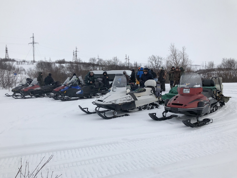 Самая сложная часть пути - переезд по пересеченной местности на снегоходах